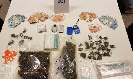 Politie vat dealer en neemt 1 kilo cannabis in beslag