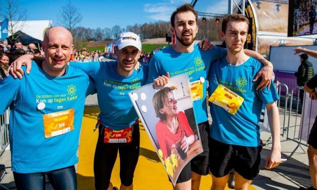 Lopers gedenken overleden vrouw en steunen Kom op tegen Kanker