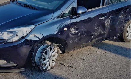 Drugsverkoper duwt klant uit rijdende auto