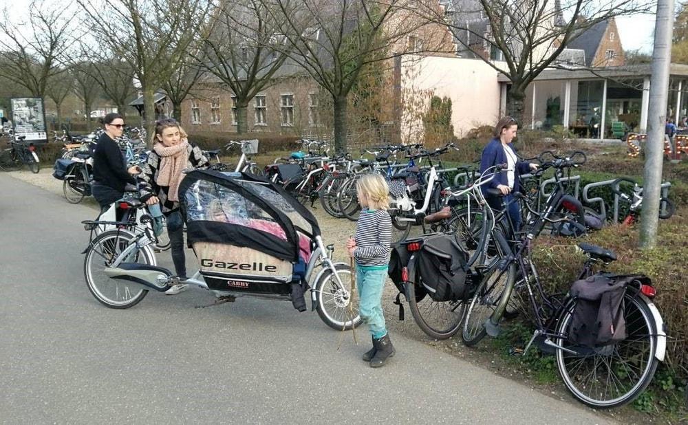 Maak van de Cornelissenlaan geen fietsstraat maar weert de auto's