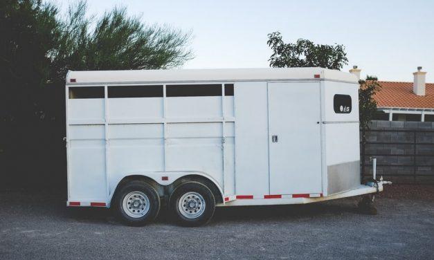 Controle op langdurig geparkeerde aanhangwagens en vrachtwagens