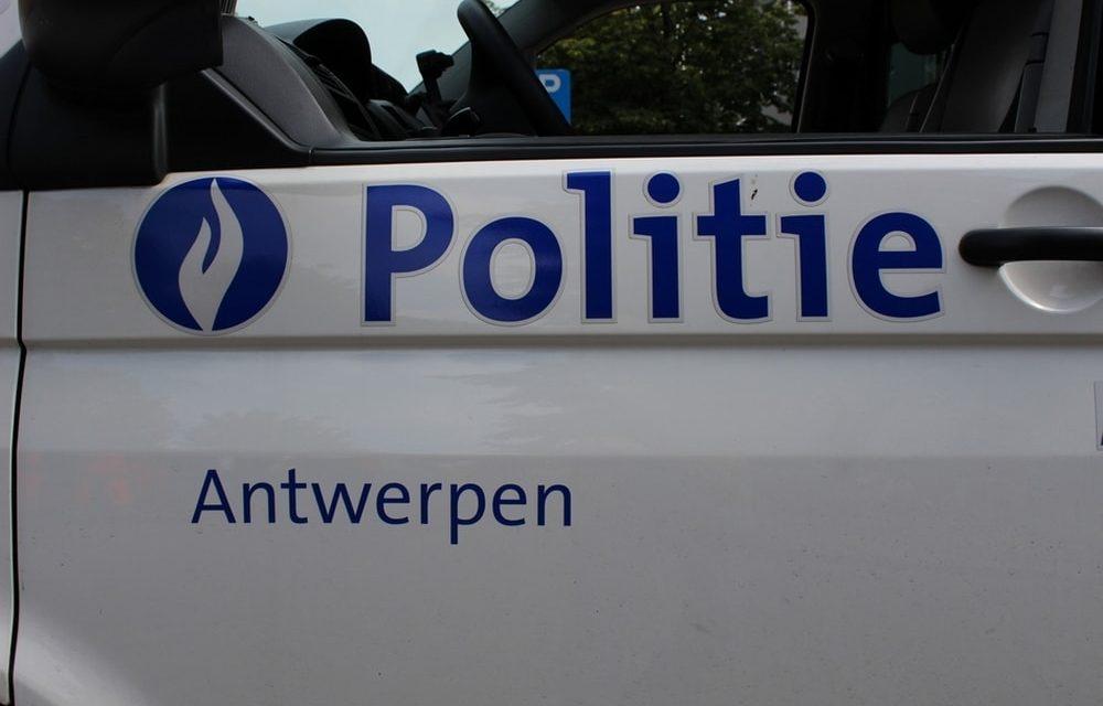 Wijkteam controleert in Deurne Zuid, Berchem en Borgerhout