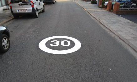 Stad plaatst herhalingsstickers in grote zones 30