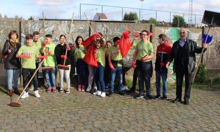 Leerlingen gaan de strijd tegen het zwerfvuil aan