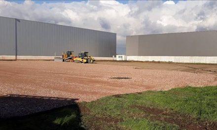 Een nieuwe hangar op de luchthaven