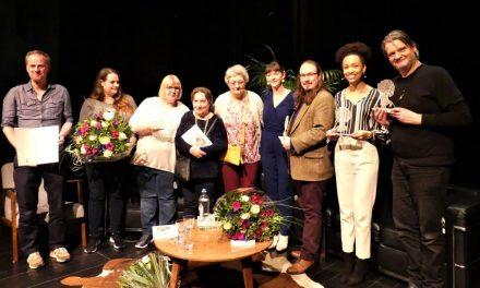 District zet verdienstelijke Deurnenaren in de bloemetjes
