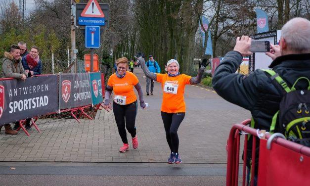Herstellende kankerpatiënten lopen 10 kilometer