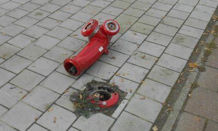 Brandkraan omver gereden