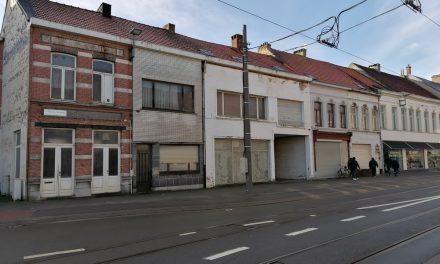 Huizen worden afgebroken voor het technisch centrum van het Rivierenhof