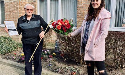 82-jarige straatvrijwilliger wint De Gouden Grijper