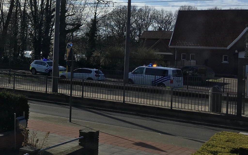 Politie uit zone Minos rijdt wagen klem