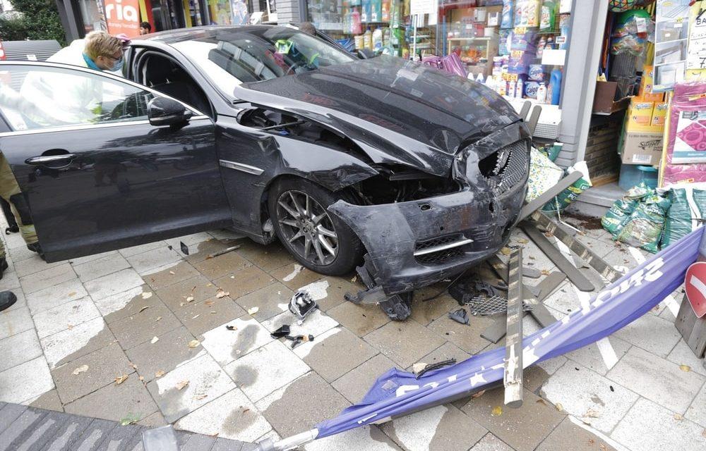 Spectaculair ongeval met heel veel blikschade